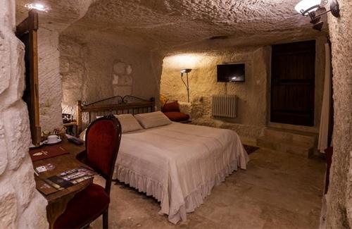 Classic Cave Room